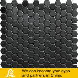 Modèle hexagonal de mosaïque en céramique noire de piscine