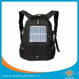 책가방을 하이킹하는 태양 에너지는 충전기 은행을 강화할 수 있다