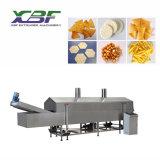 Geglühte gebratene Corn chipe Doritos Tortilla, die Maschine herstellt