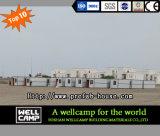 [ولّكمب] [لبوور كمب] مع يطوي وعاء صندوق منزل في سعوديّ شبه جزيرة عربيّة مشروع