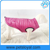 O animal de estimação luxuoso do inverno da fonte do animal de estimação veste a roupa do cão