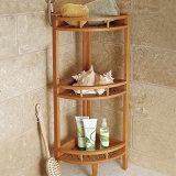 목욕탕의 구석에 있는 대나무 선반의 다기능 수집