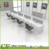 مكتب مركز عمل خطّيّ مع سلك إدارة