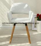 ファブリック椅子(M-X3071)が付いている純木