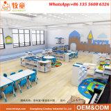L'école maternelle jouer meubles utilisés en classe préscolaire les tables et chaises