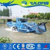 Mietitrice di galleggiamento dei rifiuti utilizzata nel fiume