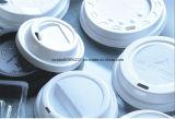 Neuestes Plastiktee-Cup, das Maschine herstellt