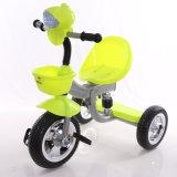 Kleines Dreirad spielt Kind-Dreirad der Rad-Cheap3 mit Musik