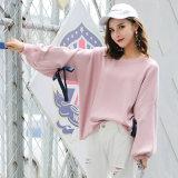 パターンバット袖のセーターを編んでいる新しいデザインブランクのプルオーバー様式の女性