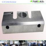 Metall, das mit CNC-Präzisions-maschinell bearbeitenteilen maschinell bearbeitet