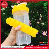 Bouteille d'eau en plastique avec de gros Pilulier et boîte de pilules