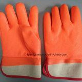 Теплой зимой работы рыболовных используйте перчатки из ПВХ