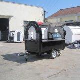 販売のための公園の移動式台所か移動式店のトレーラーまたは軽食のキオスクのトレーラー