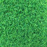 훈장 가짜 잔디밭 또는 인공적인 잔디 또는 합성 잔디 뗏장을 정원사 노릇을 하는 고밀도 다채로운 낭만주의 결혼식