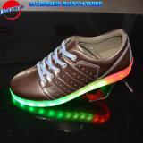 金属PUが付いている最新のデザインライト偶然靴