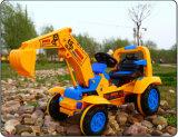 La conduite sur le camion d'excavatrice badine le véhicule électrique de jouet de bébé