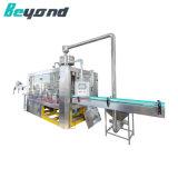 良質の天然水のびんの生産ライン