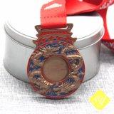 L'abitudine mette in mostra l'OEM corrente del metallo della medaglia di maratona della stazione di finitura