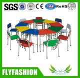 초등 학교 가구 의자를 가진 단 하나 학생 Trapozoid 연구 결과 테이블