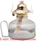 型の金属のハンドルが付いている明確なガラス石油ランプ