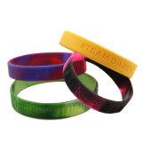 Freier umweltfreundlicher preiswerter Silikon-GummiWristband mit Debossed gedrucktem Firmenzeichen