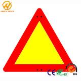 Haut Triangle plastique visible signe d'avertissement de sécurité routière