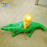 La tazza gonfiabile della bevanda del coccodrillo del PVC dell'acqua fa galleggiare il supporto in fabbrica