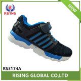 Cómodo barata fábrica de zapatos de fútbol