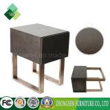 居間の家具の鉄骨フレームの木の茶表デザイン