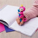 La barretta astuta intelligente variopinta di Fingerslling Monkeys i giocattoli per i capretti