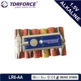 Bateria ultra alcalina da fábrica de China com a tocha relativa à promoção 24PCS dos presentes (tamanho de LR6/AA) 5 anos de vida útil