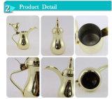 De gouden Pot van de Koffie Dallah van de Deklaag Arabische met de Houder van de Kaars
