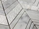Mattonelle di mosaico di marmo bianche del reticolo Herringbone