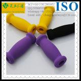 Сжатие ручки оборачивает резиновый пробку
