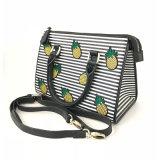 Yc-H026パイナップル刺繍が付いている熱い販売のしまのある女性のハンドバッグの優雅な学生かばんの女性ショルダー・バッグ