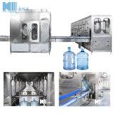 Bouteille de 5 gallon d'usine de remplissage de l'eau minérale