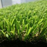 Erba artificiale molle più poco costosa del livello superiore per l'abbellimento del giardino