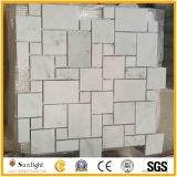 自然で白くか黄色の混合された小さい大理石のモザイク芸術の床タイル