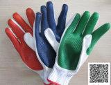 黄色い棒が付いている乳液のゴム製上塗を施してある安全働く手袋