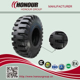 OTR gigante gomma i pneumatici dell'autocarro con cassone ribaltabile che estraggono i pneumatici