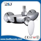 Robinet extérieur Polished de mélangeur de bassin de salle de bains de traitement simple en laiton de chrome