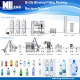 Completar pequeña botella de agua potable de mineral de la máquina de llenado