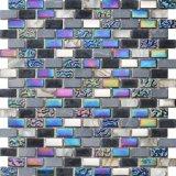 壁の背景のためのストリップのガラスモザイクそして石の大理石のモザイク