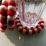 De gevoelde Bal van de Onderlegger voor glazen van Placemat van de Slinger van Kerstmis van de Bal Met de hand gemaakte Gevoelde