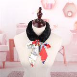 絹の装飾が付いているデザイン毛皮のリボンの厚く暖かいスカーフで豊か