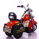 A cor vermelha caçoa a motocicleta elétrica com 3 rodas