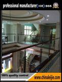 屋内か屋外のガラス柵、外部階段手すりまたは装飾的なガラス柵