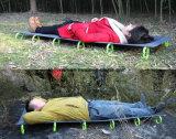 Leichtgewichtler-faltendes kampierendes Feldbett, weg vom Bodenbett