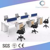 Mobilia moderna diritto stazione di lavoro dell'ufficio delle 4 sedi