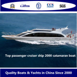 La parte superior de 2000 buque de cruceros de pasajeros catamarán barco